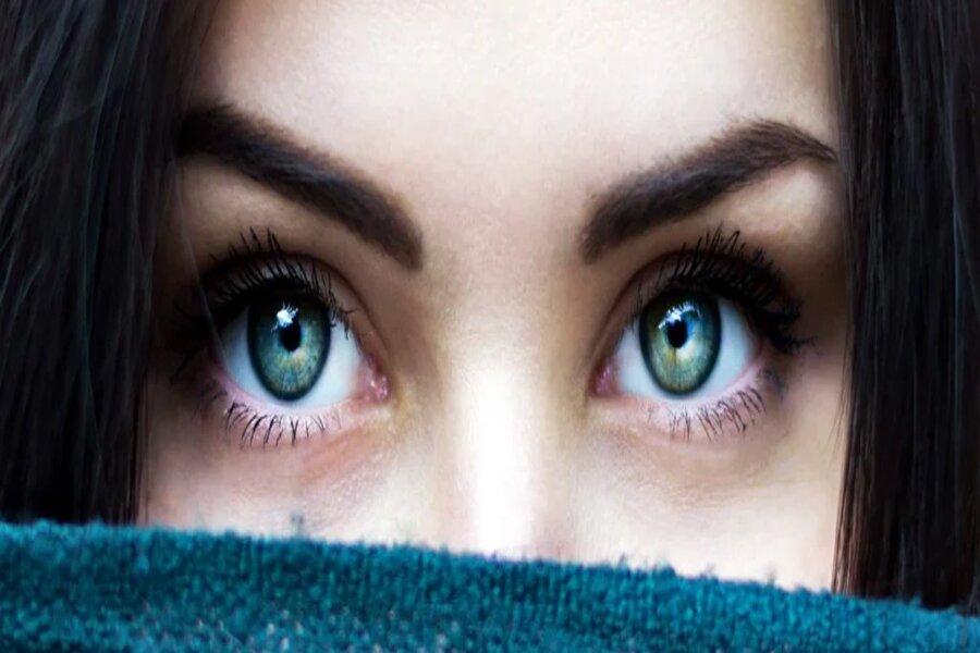 डोळे…