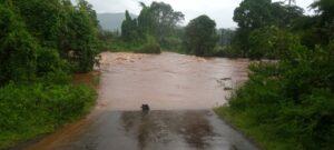 बांदा दाणोली मार्गावरील सळमळे पुल पाण्याखाली..
