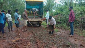 शिरवल रस्ता खड्डेमय :दुरुस्तीची ग्रामस्थांची मागणी स्व.शेखर शिरसाट मित्रमंडळाकडून श्रमदानातून डागडुजी…