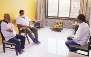 शिवसेना आमदार वैभव नाईक यांनी केले परब कुटुंबीयांचे मुंबईत सांत्वन….