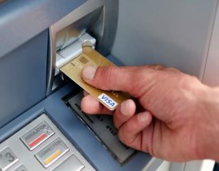 ATM मधील फसवणूक रोखण्यासाठी SBI च्या नव्या सेवेला सुरुवात….