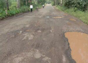 वैभववाडी – तरळे मार्ग वाहतुकीस धोकादायक……