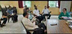 सावंतवाडी तहसीलदार कार्यालयात नुकसानग्रस्त शेतकऱ्यांची रुपेश राऊळ यांच्या उपस्थितीत बैठक…