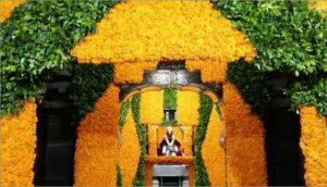 दसऱ्यानिमित्त श्री. विठ्ठल रूक्मिणी मंदिरात फुलांची मनमोहक आरास…