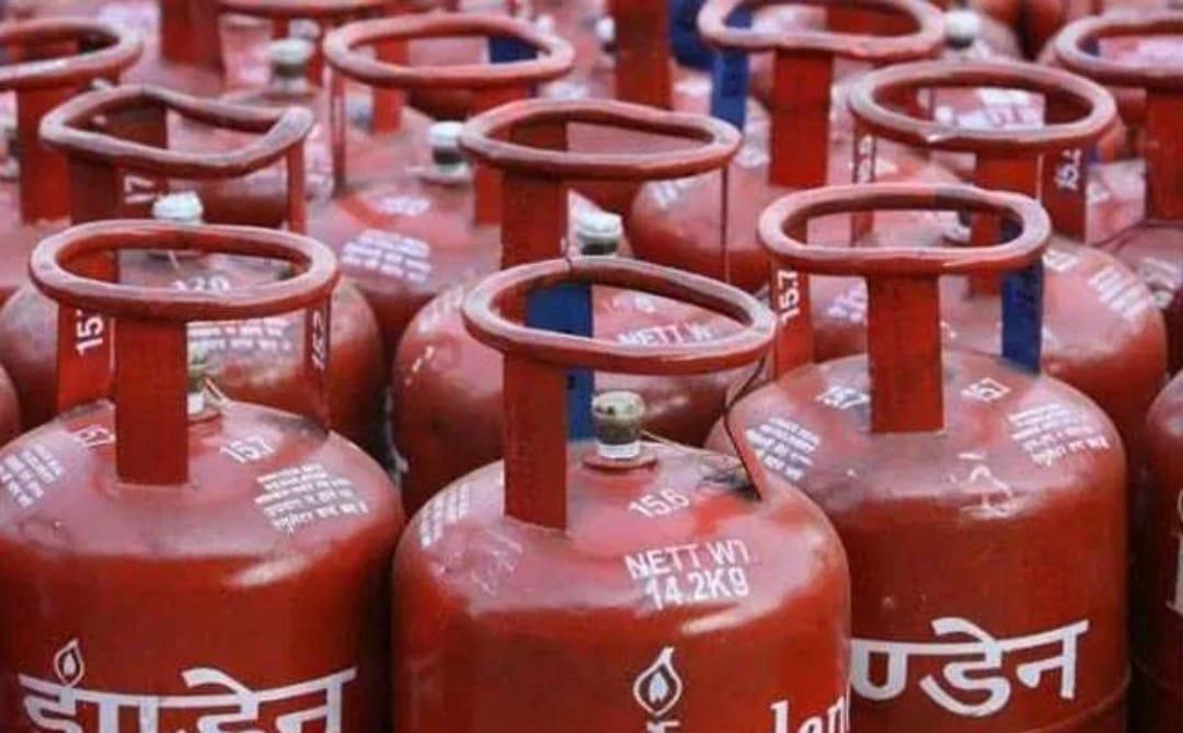 अधिकची गॅस सबसीडी खात्यात येणार का? आंतरराष्ट्रीय बाजारात गॅसच्या किमती अतिशय कमी…