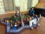 अवघ्या आठ वर्षीय मुलाने बनविलेला किल्ला…..