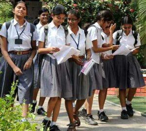शाळा सुरू होताच शेकडो विद्यार्थी कोरोना बाधित; पालक काळजीत