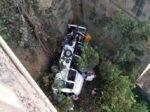 मिनी बस सुमारे ५० फूट खाली कोसळून भीषण अपघात