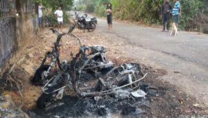 कणकवलीत ३ मोटारसायकलला लागली आग