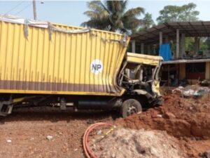 मुंबई–गोवा महामार्गावर कंटेनर व डंपरमध्ये अपघात…