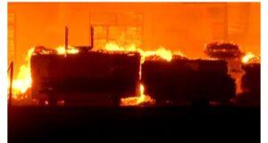 एमआयडीसीमध्ये भीषण आग, प्लायवूडमुळे आगीवर नियंत्रण मिळवण्यात अडथळे…