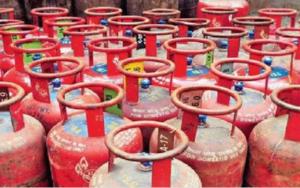 Read more about the article LPG Cylinder नववर्षात(एल पी जी) गॅस सिलिंडरच्या दरात वाढ