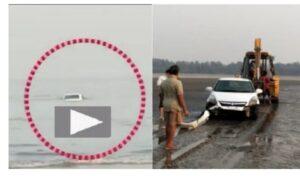 समुद्रात बुडालेली स्विफ्ट अखेर जेसीबीच्या मदतीने बाहेर…