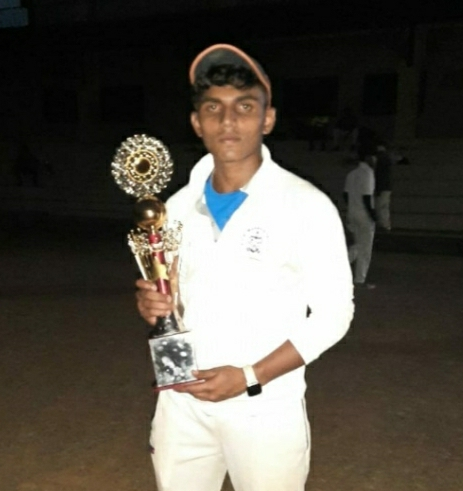 निलांग परिमल नाईक याची सिंधुदुर्ग जिल्हा खुल्या क्रिकेट संघात निवड