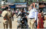 सावंतवाडी शहरात विनामास्क फिरणाऱ्यांना पोलिसांचा दणका, दंडात्मक कारवाई सुरू