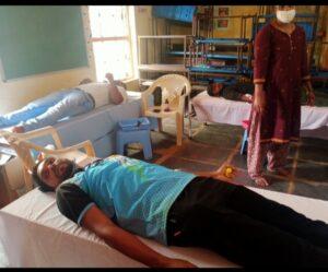 निरवडे रक्तदान शिबिरात ३७ रक्तदात्त्यांनी रक्तदान केले …