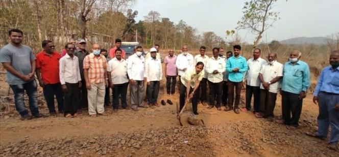 'उंबर्डे कुंभारवाडी रस्त्याच्या डांबरीकरणाचा भूमिपूजन कार्यक्रम संपन्न