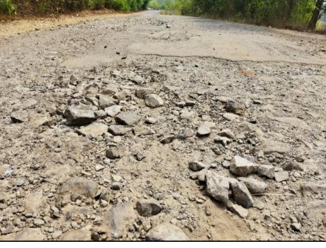 बांदा-शिरोडा मार्ग वाहतुकीस धोकादायक