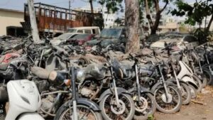 पोलिस ठाण्यांचा आवार की भंगार मालांची गोदामे…