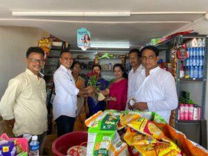 महालक्ष्मी सुपर मार्केटला जिल्हा काँग्रेस पदाधिकाऱ्यांची भेट...