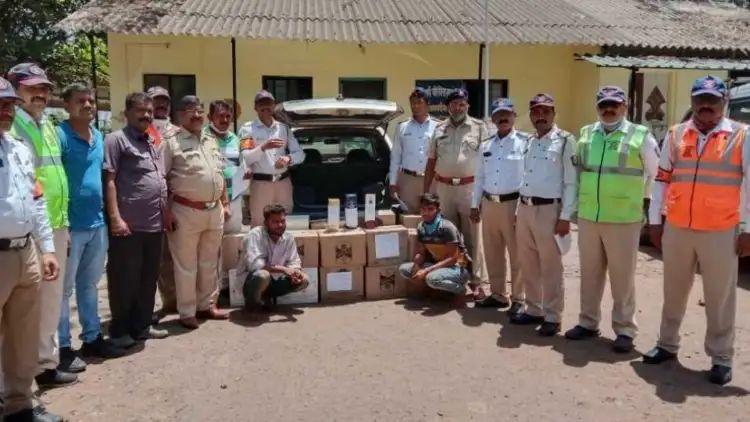 महाराष्ट्रात बंदी असलेल्या गोवा बनावटीच्या दारूचे 18 बॉक्स पकडले; दोघे ताब्यात