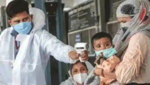 संक्रमित झालेल्या व्यक्तीजवळ १ मिनिट राहिल्यास होतो कोरोना, संपूर्ण कुटुंब विळख्यात