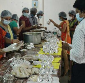 Read more about the article कोविड रुग्णांना सेवांगणची मोफत अन्नदान सेवा योजना