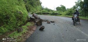 करुळ व भुईबावडा घाट रस्त्याची पावसाळ्यापूर्वी दुरुस्ती करावी.