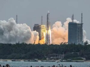 चीन ने अवकाशात सोडलेलं 21 हजार किलोचं राॅकेट अनियंत्रित....