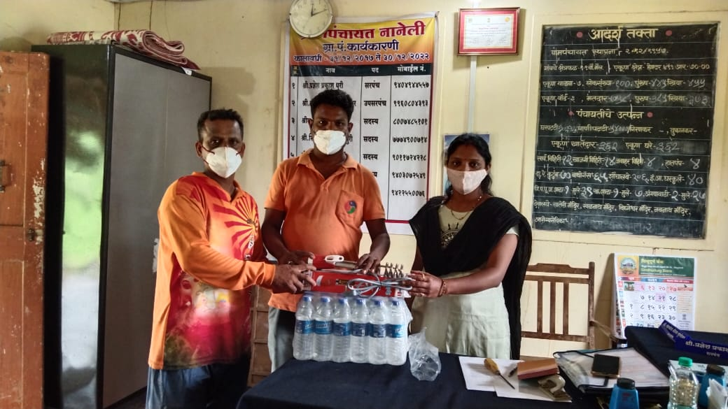 आ. वैभव नाईक यांच्याकडून पाणी गरम करण्याची कॉइल व श्री . परशुराम घाडी यांच्याकडून पाणी बॉटल कोविड केअर सेंटरसाठी प्रदान
