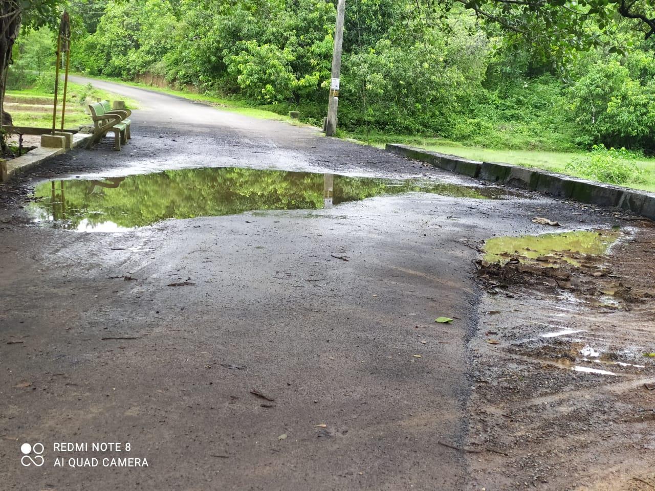 न्हावेलीतील रस्ता नियोजना अभावी निकृष्ट दर्जाचा