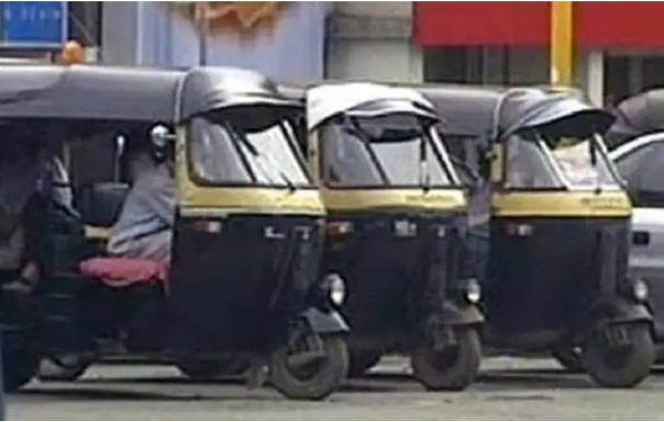'त्या' १५०० रुपयांसाठी रिक्षा चालकांची २ महिन्यांपासून कसरत