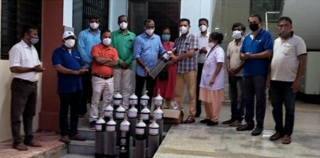 रोटरी व इंडियन रेडक्रॉस सोसायटी पणजी-गोवा कडून वेंगुर्ले ग्रामीण रुग्णालयास १५ ऑक्सिजन सिलिंडर प्रदान