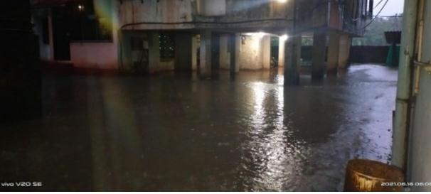 कणकवलीतील रामेश्वर प्लाझा इमारतीत भरले पाणी