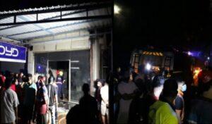 Read more about the article पत्रादेवी महामार्गावरील फर्निचर शोरूमला भीषण आग, सर्व सामान जळून खाक
