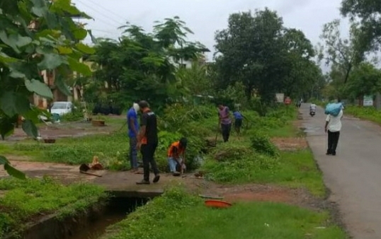 भारत माता की जय संघटनेने केली गटार सफाई