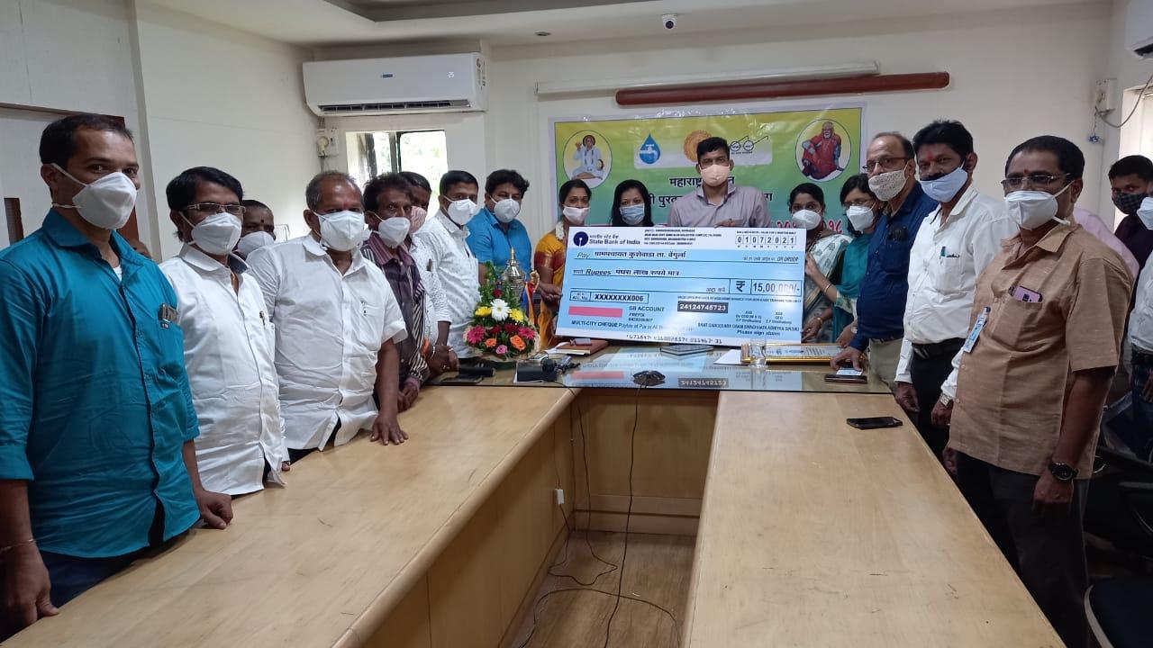वेंगुर्ले तालुक्यातील कुशेवाडा ग्रामपंचायतीला संत गाडगेबाबा ग्रामस्वच्छता पुरस्कार प्रदान