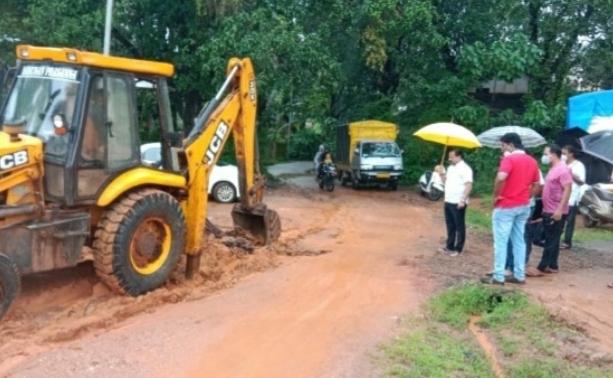 कणकवली गांगोमंदिर ते टेंबवाडी रस्त्याची तात्काळ दुरुस्ती करणार : समीर नलावडे