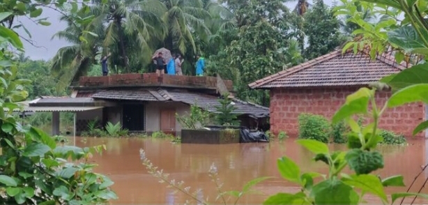 You are currently viewing ओटवणे गावात पूरस्थिती, अनेकांच्या घरात शिरले पाणी…