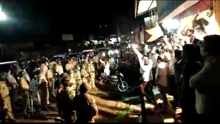 You are currently viewing नारायण राणेंच्या जन आशीर्वाद यात्रेला कुडाळमध्ये शिवसैनिकांनी जोरदार घोषणाबाजीने केला विरोध