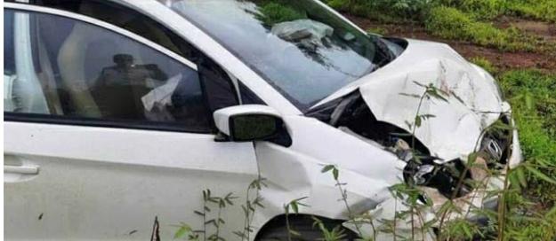 You are currently viewing मुंबई-गोवा महामार्गावर ओसरगाव येथे दोन कार मधे अपघात