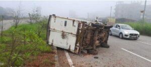Read more about the article ओरोस जिजामाता चौक येथे टेम्पो चालकाचा ताबा सुटल्याने टेम्पोचा अपघात