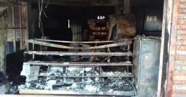 You are currently viewing मळगांव बाजारपेठेतील मॉडर्न बेकरी आगीत भस्मसात